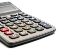 Fuoco selettivo del calcolatore su fondo bianco immagini stock libere da diritti