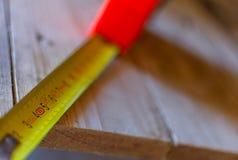 Fuoco selettivo di un nastro di misura su 5 centimetri Fotografie Stock Libere da Diritti