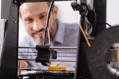 Fuoco selettivo di una stampatrice moderna 3d Immagine Stock Libera da Diritti