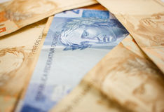 Fuoco selettivo su soldi brasiliani Fotografie Stock Libere da Diritti