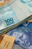 Fuoco selettivo su soldi brasiliani Fotografia Stock Libera da Diritti
