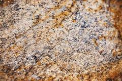 Fuoco selezionato di arrugginito e di polveroso di struttura di superficie di pietra approssimativa fotografie stock