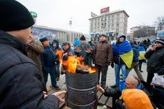 Fuoco sul quadrato principale freddo di Maidan con la gente Oc Fotografie Stock