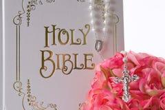 Fuoco sulla bibbia Fotografia Stock Libera da Diritti