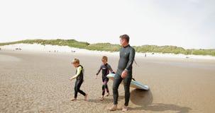 Fuori da per andare praticare il surfing
