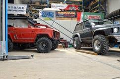 Fuori dal camion della strada dentro servizio dell'automobile Fotografie Stock