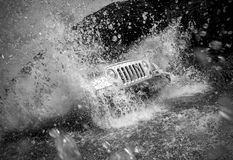 Fuori dal fiume dell'incrocio del veicolo stradale Immagine Stock