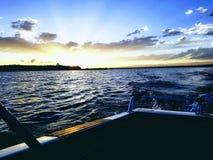 Fuori dal tramonto della barca fotografia stock libera da diritti