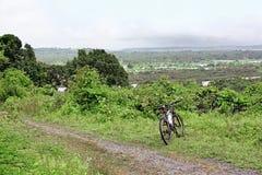 Fuori dalla strada che cicla in Goa India Immagini Stock