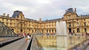 Fuori del museo meraviglioso del Louvre immagini stock