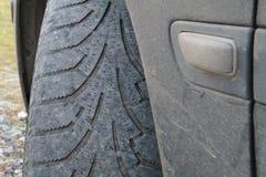 Fuori gomma anteriore consumata fotografie stock libere da diritti