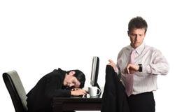 Fuori orario operai nell'ufficio Immagini Stock Libere da Diritti
