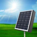 Fuori porta a cellule solari con con il sole che splende sul cielo blu Immagine Stock