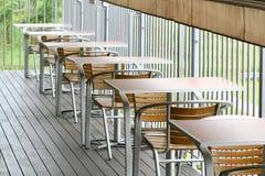 Fuori tabelle pranzanti e presidenze del portello Fotografia Stock