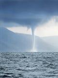 Furacão que dá forma sobre o mar Imagens de Stock