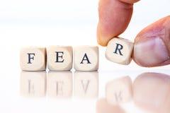 Furcht, buchstabiert mit Würfelbuchstaben Lizenzfreie Stockbilder