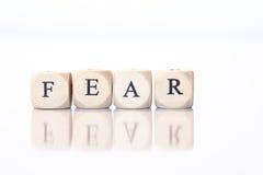 Furcht, buchstabiert mit Würfelbuchstaben Stockbild