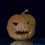 Furchtsam die geschnitzten Kürbise für Halloween Stockbilder