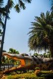 Furchtsame Chalawan-Krokodilstatue an Bueng-Si Fai, der allgemeine Park mit See an Muang-Bezirk, Pichit-Provinz, Thailand Chalawa Lizenzfreies Stockbild