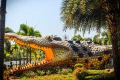 Furchtsame Chalawan-Krokodilstatue an Bueng-Si Fai, der allgemeine Park mit See an Muang-Bezirk, Pichit-Provinz, Thailand Chalawa Lizenzfreie Stockbilder