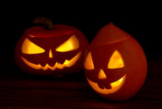 Furchtsame Halloween-Kürbise Steckfassung-Olaterne Stockbilder