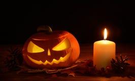 Furchtsame Halloween-Kürbise Steckfassung-Olaterne Stockfotografie