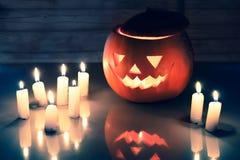 Furchtsame Halloween-Kürbislaterne (Steckfassung-o'laterne) Stockbild