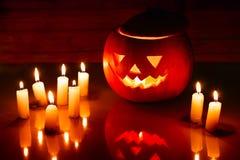 Furchtsame Halloween-Kürbislaterne (Steckfassung-o'laterne) Lizenzfreie Stockfotos