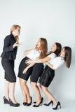 Furchtsamer Damenchef, der auf den Managern, weiß schreit Lizenzfreie Stockbilder