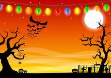 Furchtsamer Halloween-Hintergrund mit Kirchhof in der dunklen Nacht Lizenzfreies Stockbild