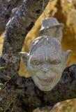 Furchtsamer Stein - Felsenskulpturen von riesigen Köpfen schnitzten in die Sandsteinklippe Lizenzfreies Stockbild