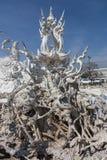 Furchtsamer Stein - Felsenskulpturen von riesigen Köpfen schnitzten in die Sandsteinklippe Stockbild