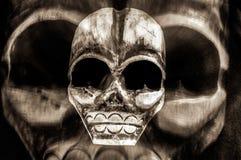Furchtsamer Tag der toten und Stammes- Schädelmaske Halloweens - Konzept der Gefahr, des Todes, der Furcht und des Gifts - gotisc lizenzfreies stockfoto