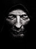 Furchtsames Übel geknitterter Mann lizenzfreies stockfoto