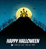 Furchtsames Haus auf dem Hügel mit Mond Stockfotos
