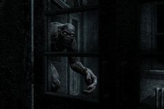 Furchtsames Monster kommen von der Dunkelheit heraus Stockbilder