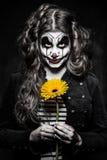 Furchtsames schlechtes Clownmädchen Lizenzfreies Stockfoto