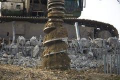 Fure o eixo helicoidal do equipamento da pilha no canteiro de obras Imagem de Stock