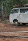 Furgone bianco classico - vecchio furgone fotografia stock libera da diritti
