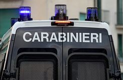 Furgone di polizia corazzato con lampeggiante blu Fotografia Stock Libera da Diritti