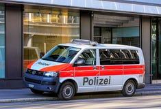 Furgone di polizia municipale di Zurigo sulla via di Tahlstrasse Fotografia Stock