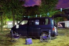 Furgoneta de campista en camping fotos de archivo libres de regalías
