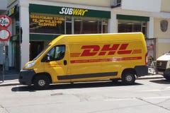 Furgoneta de DHL en la calle Foto de archivo libre de regalías