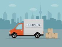 Furgoneta de entrega con las cajas de la sombra y de cartón en fondo de la ciudad Foto de archivo
