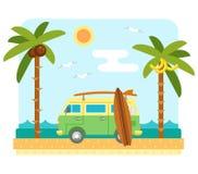 Furgoneta de la resaca en la playa Imágenes de archivo libres de regalías