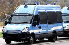 Furgoneta de policía acorazada que transporta el dinero Imágenes de archivo libres de regalías