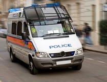 Furgoneta de policía que apresura Imagenes de archivo