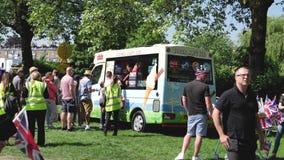 Furgoneta del helado en parque del largo camino en Windsor que se casa real