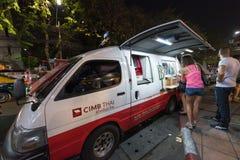 Furgoneta del intercambio de moneda en Bangkok Imagen de archivo libre de regalías