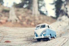 Furgoneta que viaja del vintage Fotos de archivo libres de regalías